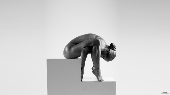 sculpural act with fanny müller